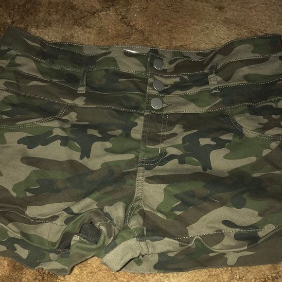 No Boundaries Pants - Camo shorts